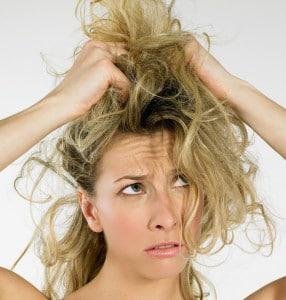 Cheveux secs: 3 conseils pour les dompter