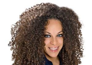 Cheveux bouclés sans frisottis : Les solutions