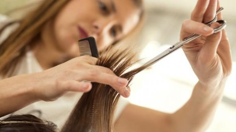 Mesdemoiselles : arrêtez de chercher des heures le bon coiffeur !